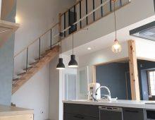 キッチン・吹抜階段・2階廊下:福岡・北九州のハウスメーカー株式会社イコーハウス