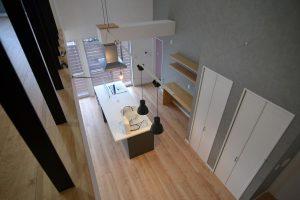 吹抜階段・2階廊下からキッチン:福岡・北九州のハウスメーカー株式会社イコーハウス