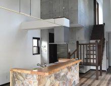 吹き抜けのアイランドキッチン:福岡・北九州のハウスメーカー株式会社イコーハウス