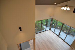 吹抜2階からのリビング・ダイニング:福岡・北九州のハウスメーカー株式会社イコーハウス