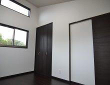 高い採光窓のある2階個室:福岡・北九州のハウスメーカー株式会社イコーハウス
