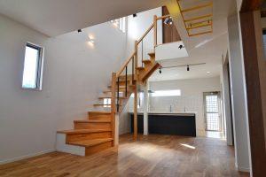 階段吹抜からキッチン:福岡・北九州のハウスメーカー株式会社イコーハウス