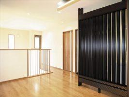 吹抜に続く2階の趣味のスペース:福岡・北九州のハウスメーカー株式会社イコーハウス