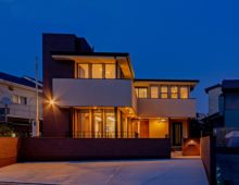 北九州 大窓のハイクラス戸建て新築注文住宅外観オーガニックハウスブランド夕景|イコーハウス