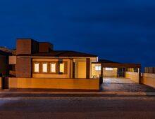 北九州 平屋ハイクラス戸建て新築注文住宅外観夕景|イコーハウス