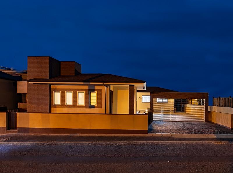 北九州 平屋ハイクラス戸建て新築注文住宅外観夕景 イコーハウス